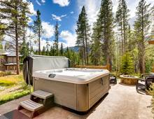 Base Camp At Shockhill Landing Hot Tub | Paragon Lodging Blog